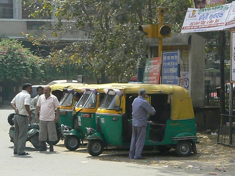 4 rickshaw attendent les clients