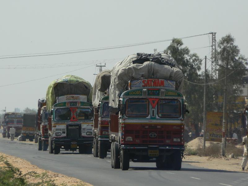 La route: file de camions