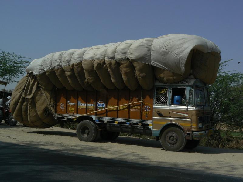 La route: camion bien chargé…