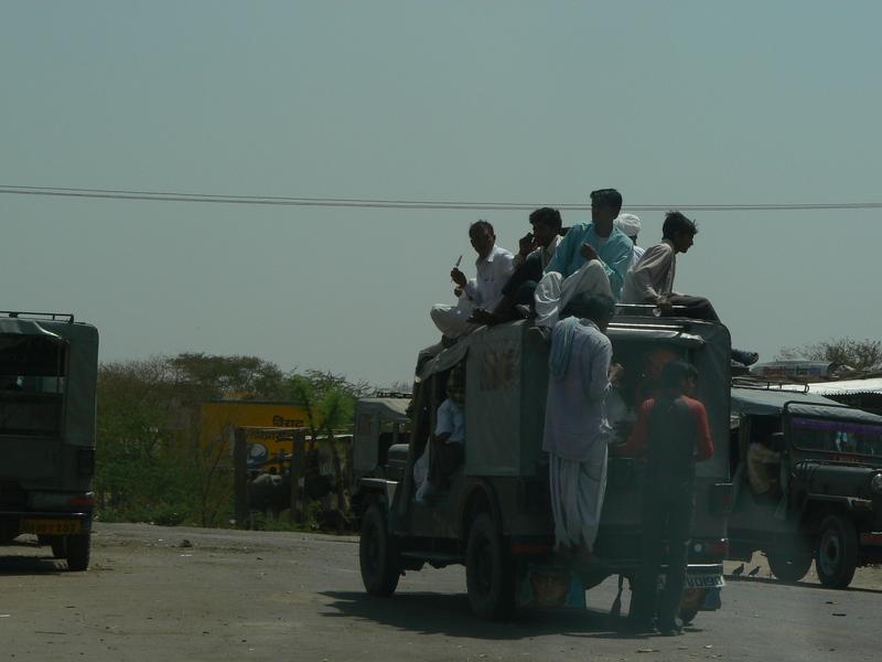 La route: combien peut-on emmener de personnes dans une jeep?