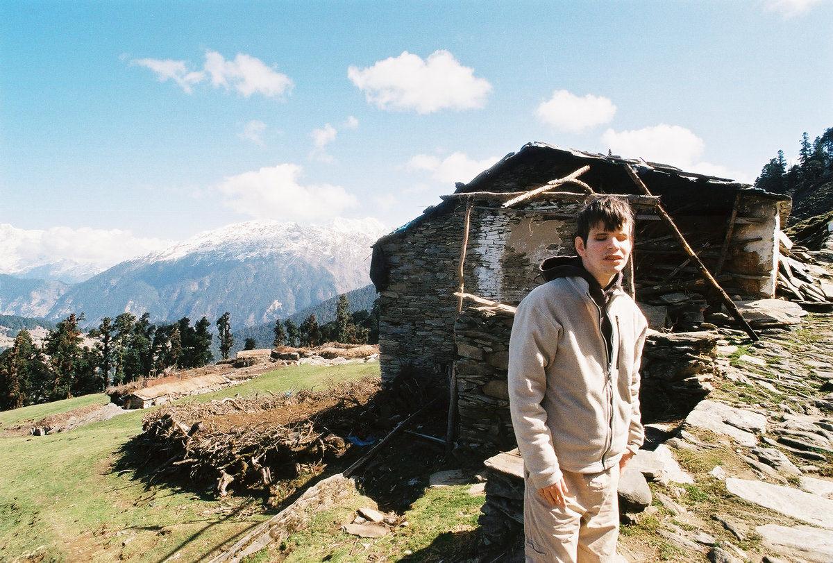 Gab devant une ferme