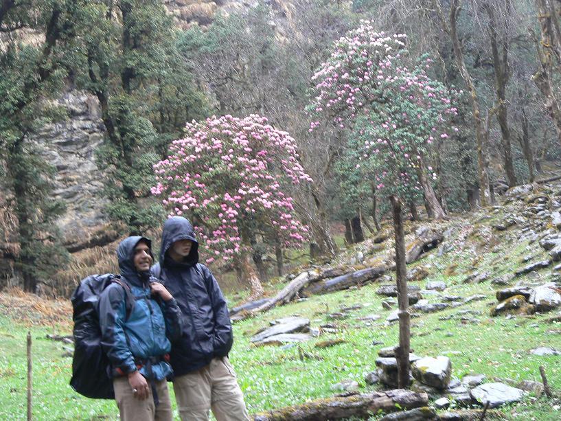 Gab et Vipin sous la pluie