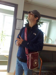 Gabriel arrive à l'hôtel à Bodø